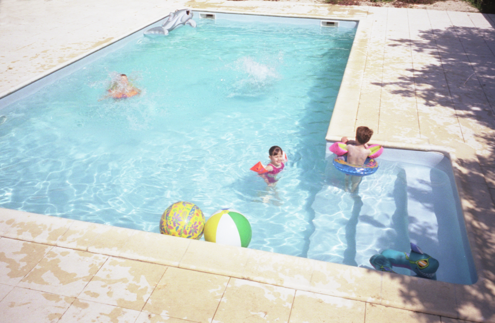 Les hiboux self catering cottage rental accommodation 3 bedrooms double bedroom for Holiday houses with swimming pools